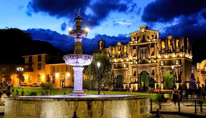 Plaza_de_cajamarca