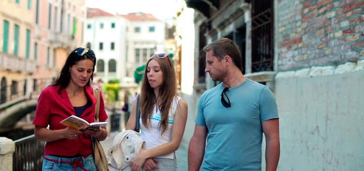 al hacer turismo extranjero practicas otros idiomas