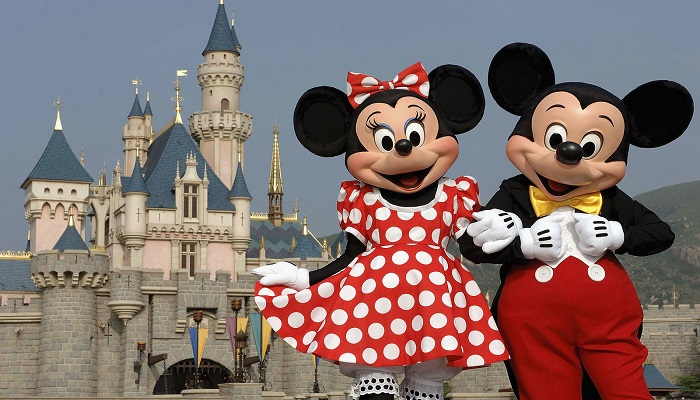 Mickey And Minnie Mouse Welcome Everyone To Hong Kong Disneyland Resort